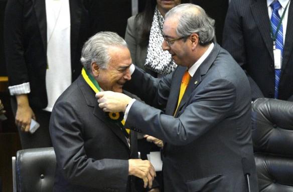 http-fotospublicas.s3.amazonaws.com-wp-content-uploads-2015-11-AC_Eduardo-Cunha-entrega-medalha-meriro-legislativo-para-Michel-Temer_18112015002-740x486